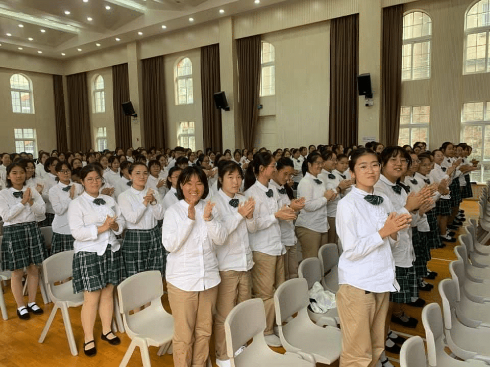 Students from Chongshi Girls' School in China