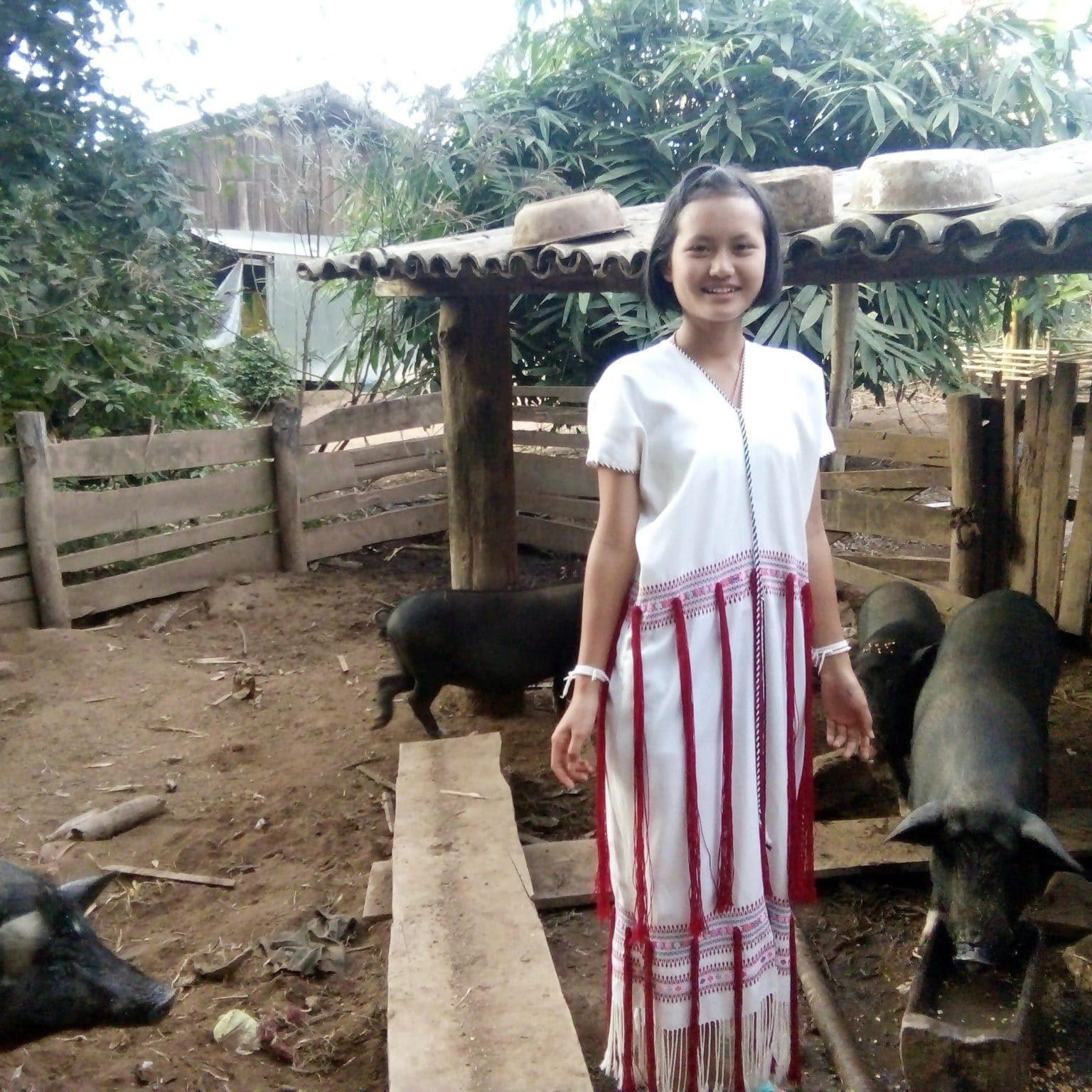 Waewwan With Her 4 Pigs 4